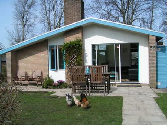 Vakantiedorp het Grootslag: Bungalow nr 59 with large garden