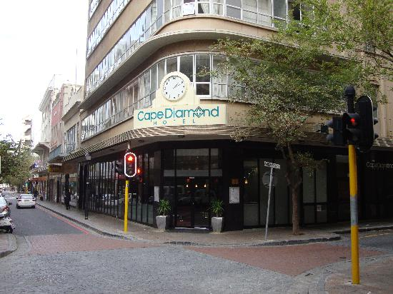 Cape Diamond Hotel: Hotel Front