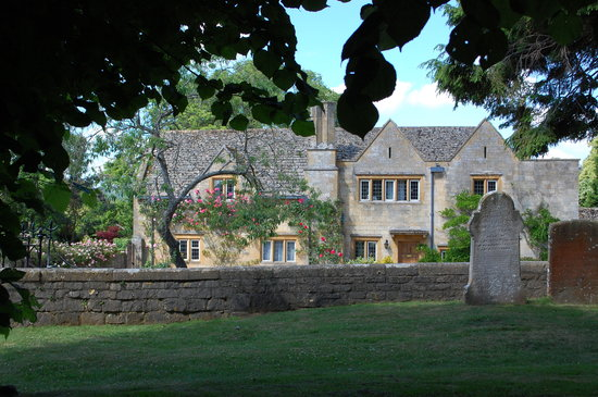 CJP Cotswold Tours: Thatched roof cottage