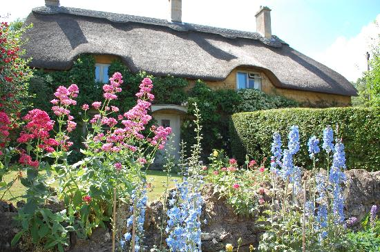 CJP Cotswold Tours Thatched Roof Cottage