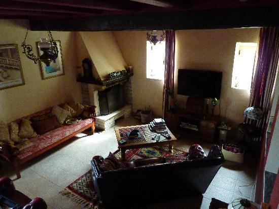 Ágios Ilías, Hellas: Cosy living room where we had log fires in the cool spring evenings