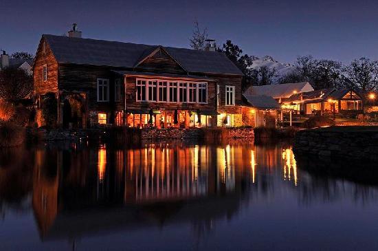 Millbrook Resort: The Millhouse Restaurant at night
