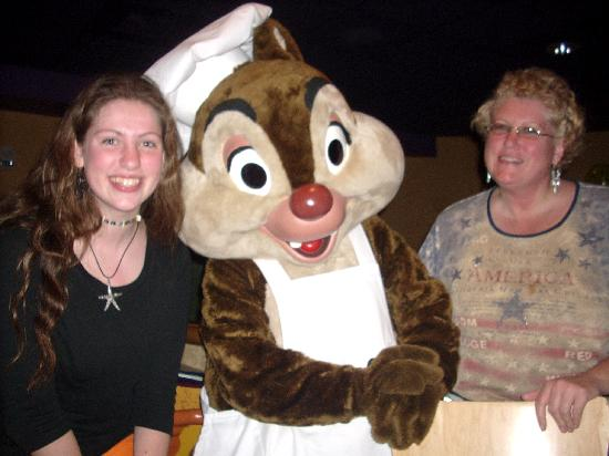 Goofy's Kitchen: Chip and Dale spent ALOT of time at our table.