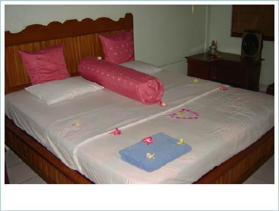 Pantai Mas: Unser Bett bei Begrüßung