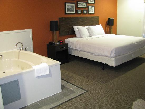 Sleep Inn & Suites I-45 / Airtex: Whirlpool Suite