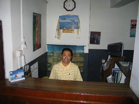 Dolphin Guest House : Behind reception of the Lodge