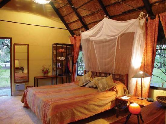 Maramba River Lodge: The interior of one of our rooms.