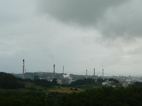 Arteixo, España: ... se ve Coruña desde los jardines, pero no hay ruidos