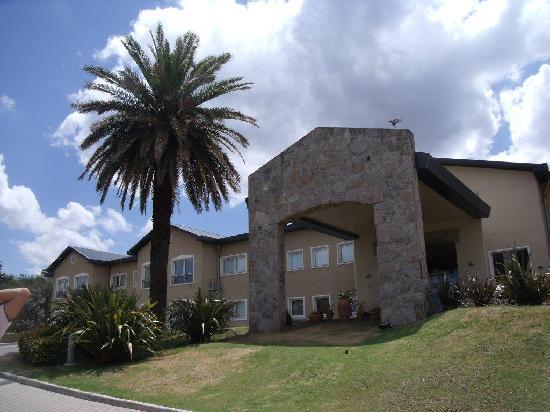Howard Johnson Hotel Rio Ceballos: Außenansicht