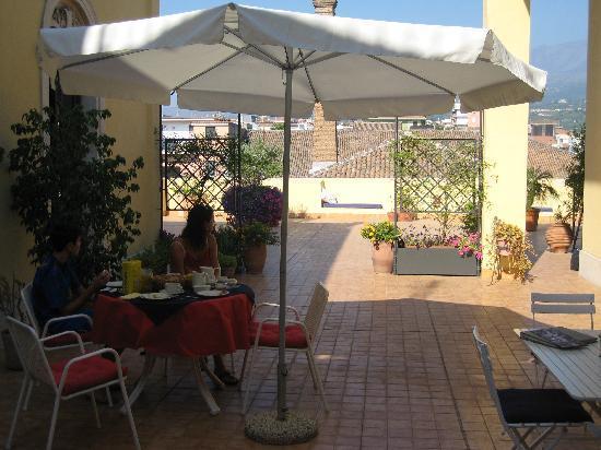 B&B di Charme Camelie: Frühstück auf der Terrasse