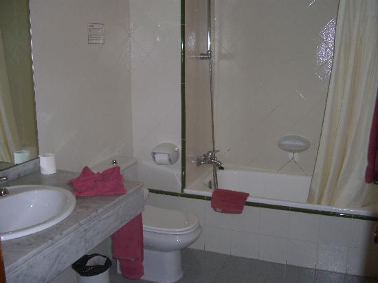 Apartamentos Kontiki Club: Baño