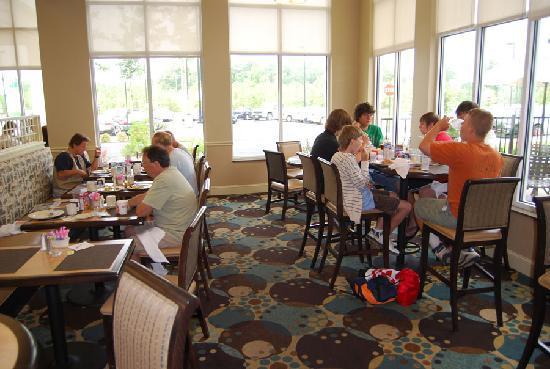 Hilton Garden Inn Richmond Airport: Superb breakfast - excellent staff