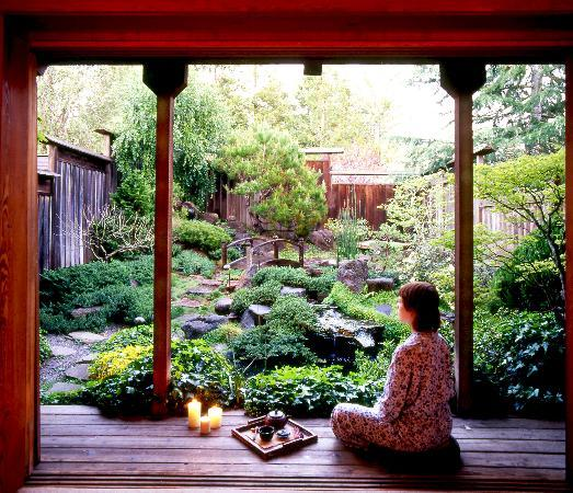 Osmosis Day Spa Sanctuary: Start the bath experience in your private Japanese Tea Garden
