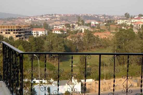 Golf Hills Residence: Blick vom Balkon auf Kigali
