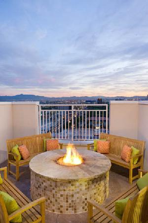 SpringHill Suites Las Vegas Convention Center: Roof Top Fire Pit with Panoramic View of the Strip