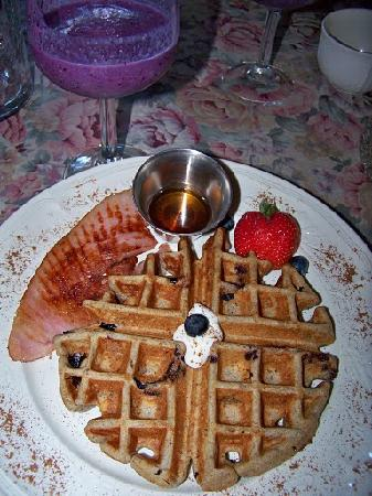 The Inn of the Rockies at the Historic Alma House: A waffle with fruit smoothie.