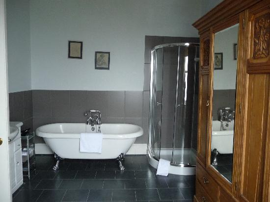 The Royal an Lochan: Massive Bathroom!