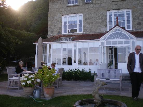 Hillside Hotel: Conservatory and garden
