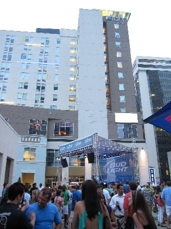 Aloft Charlotte Uptown At The Epicentre Is Located In Centre Of Entertainment