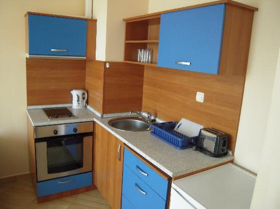 Golden Dreams: kitchen