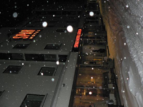 Spar Hotel Garda: Reges Schneetreiben