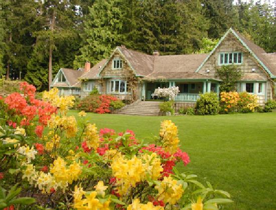 Qualicum Beach, Canadá: Milner Gardens & Woodland was named one of Canadian Geographic's Top 10 garden attractions