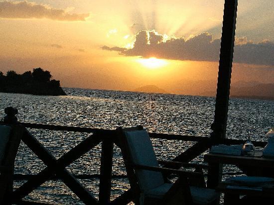 Plage de Calis : Stunning sunset waterfront Restaurant