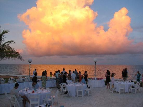 Moon Palace Cancun : Setting for Reception with BEAUTIFUL natural backdrop