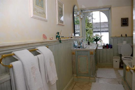 A & A Studley Cottage Bed and Breakfast : Bathroom