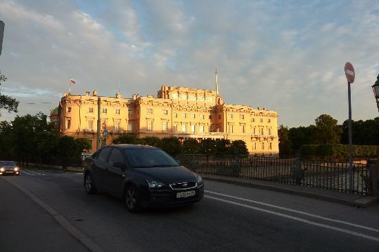 Mikhailovskiy Castle Historical Museum: castle on a white night