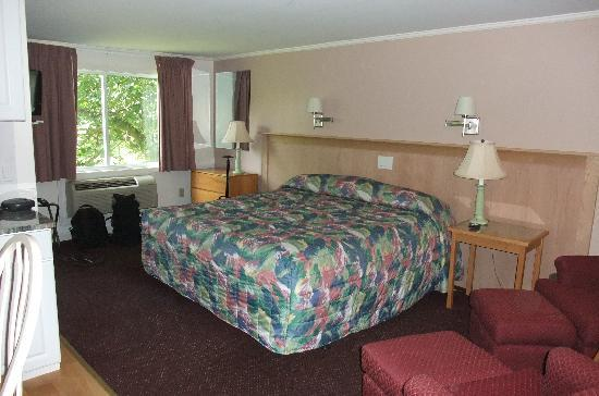 SeaCoast Inn: Very Spacious Rooms