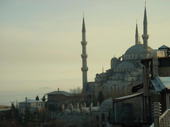 Ares Hotel Istanbul: Blue Mosque From Terrace