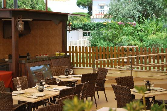 Terraza Chillout Con Barbacoa Picture Of Aparthotel Novo