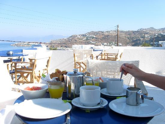 Hotel Spanelis: Breakfast on the terrace