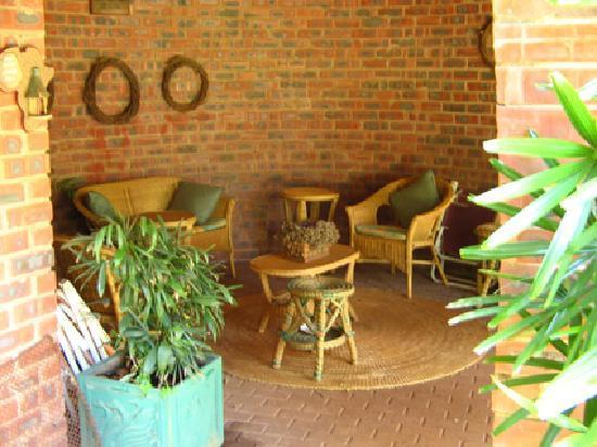 The Swallow's Nest Bed & Breakfast : garden salon