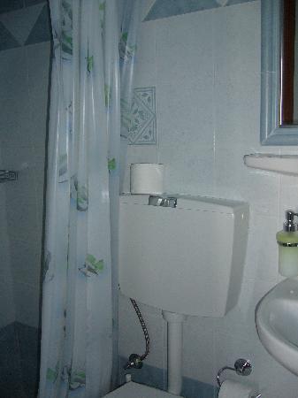 Pansion Anna Maria : La salle de bains