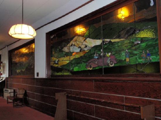 Mampei Hotel: ダイニングルームのステンドグラス