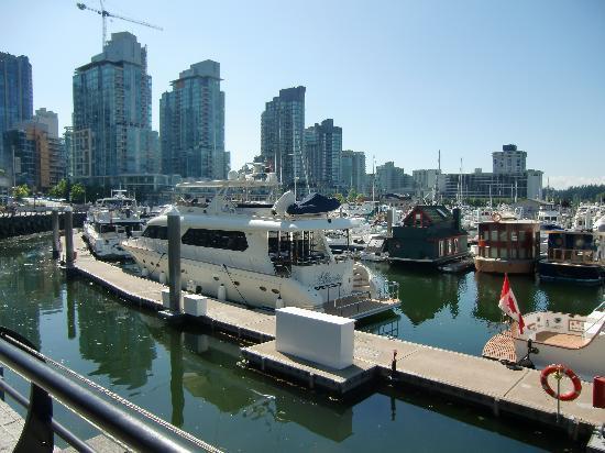 Vancouver, Canada: Blick zur Stadt vom Hafen aus