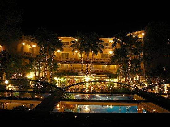 Hotel el Coto : Beleuchtung am Abend