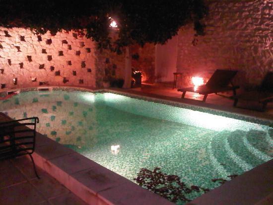 Dar Dhiafa: vue de nuit piscine