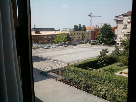 Una Hotel Brescia : Vista sull'asilo