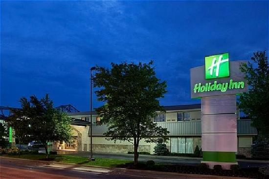 Holiday Inn Cincinnati Riverfront: Exterior