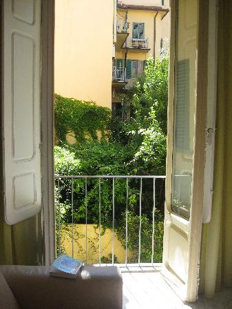 Residence Cavour: the garden beyond