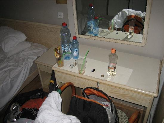 The Ophir Hotel: Room2
