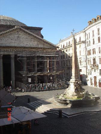 Albergo del Sole Al Pantheon: Vue de la chambre