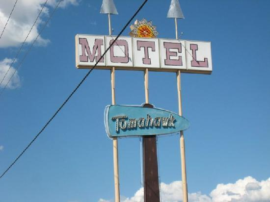 Tomahawk Lodge: Tomahawk motel - cool sign!