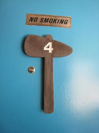 Tomahawk Lodge: Tomahawk motel room door