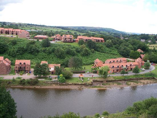 Captain Cook's Haven : COTTAGES FROM THE VIADUCT