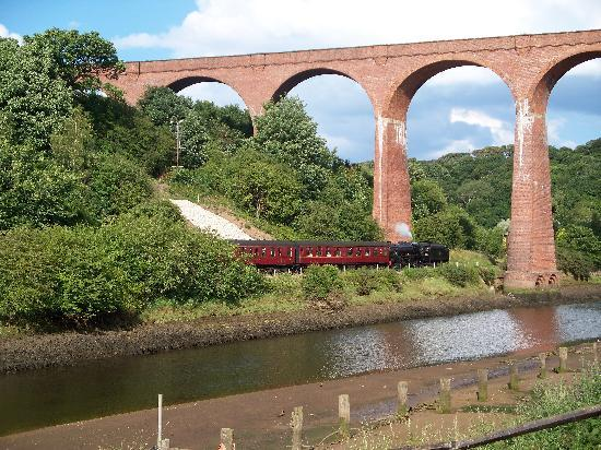 Captain Cook's Haven : STEAM ACROSS THE ESK