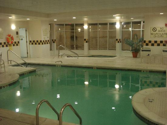 Delightful Hilton Garden Inn Westbury: Indoor Pool